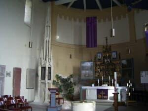 Altarraum der Kirche in Arle