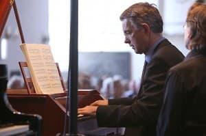 Paul Komen beim Gezeitenkonzert in Ditzum, Foto: Karlheinz Krämer