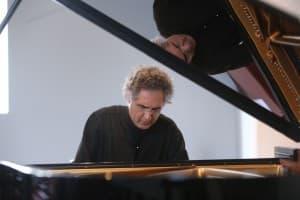 Matthias Kirschnereit beim Gezeitenkonzert in Holtgaste, Foto: Karlheinz Krämer