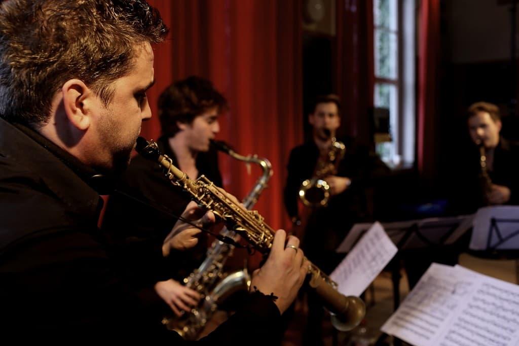Das SIGNUM Saxophonquartett als Gipfelstürmer beim Gezeitenkonzert beim Alten Kurhaus Dangast, Foto: Karlheinz Krämer