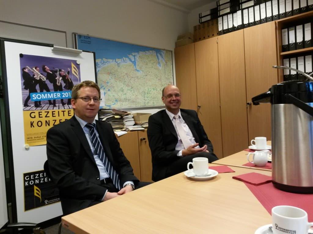 Joachim Fecht und Ludger Greten von der OLB Aurich-Emden
