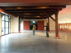 Die neue Kulturscheune der Lütetsburg (beim Gezeitenkonzert auch bestuhlt und mit Bühne)