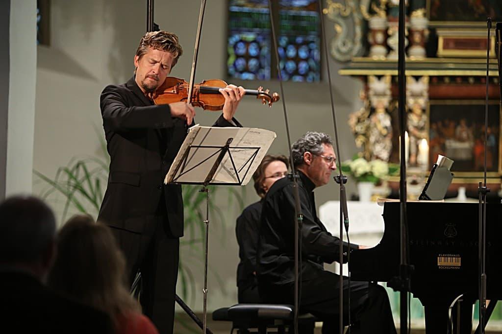Christian Tetzlaff und Matthias Kirschnereit beim Gezeitenkonzert in Sengwarden 2013, Foto: Karlheinz Krämer