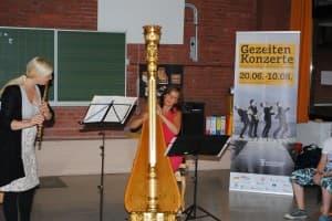 Christina Fassbender (Flöte) und Jana Bousková (Harfe) bei ihrer ersten Rhapsody in School bei den Gezeitenkonzerten, Foto: Reinhard Former