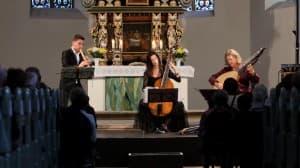 Maurice Steger (Flöte), Hille Perl (Viola da Gamba) und Lee Santan (Laute) beim Gezeitenkonzert in Sengwarden, Foto: Karlheinz Krämer