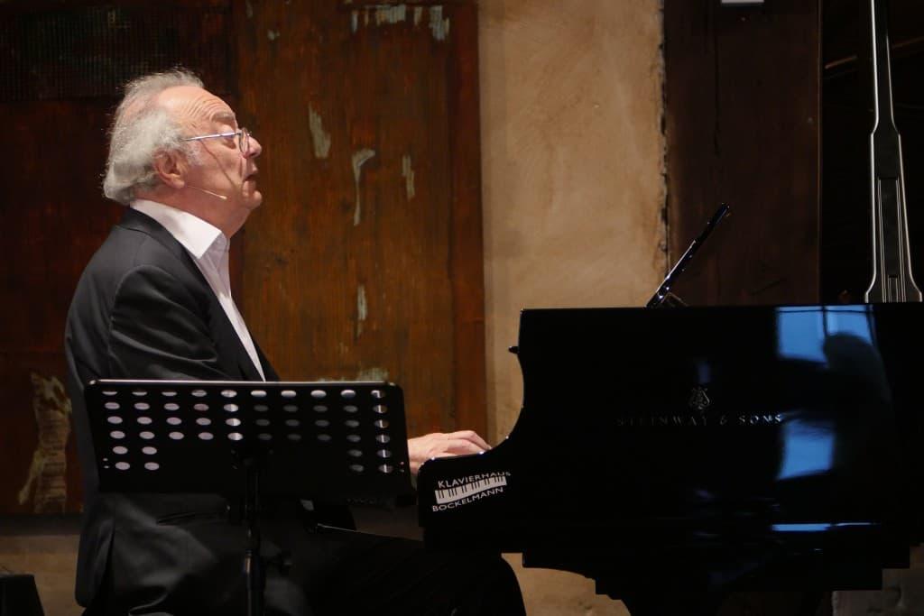 Alfred Brendel beim Gezeitenkonzert auf Gut Horn, Gristede, Foto: Karlheinz Krämer