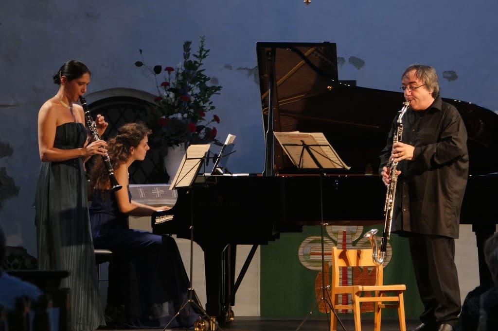 Sharon Kam, Danae Dörken und Johannes Peitz, Gezeitenkonzert Bockhorn 2014, Foto: Karlheinz Krämer