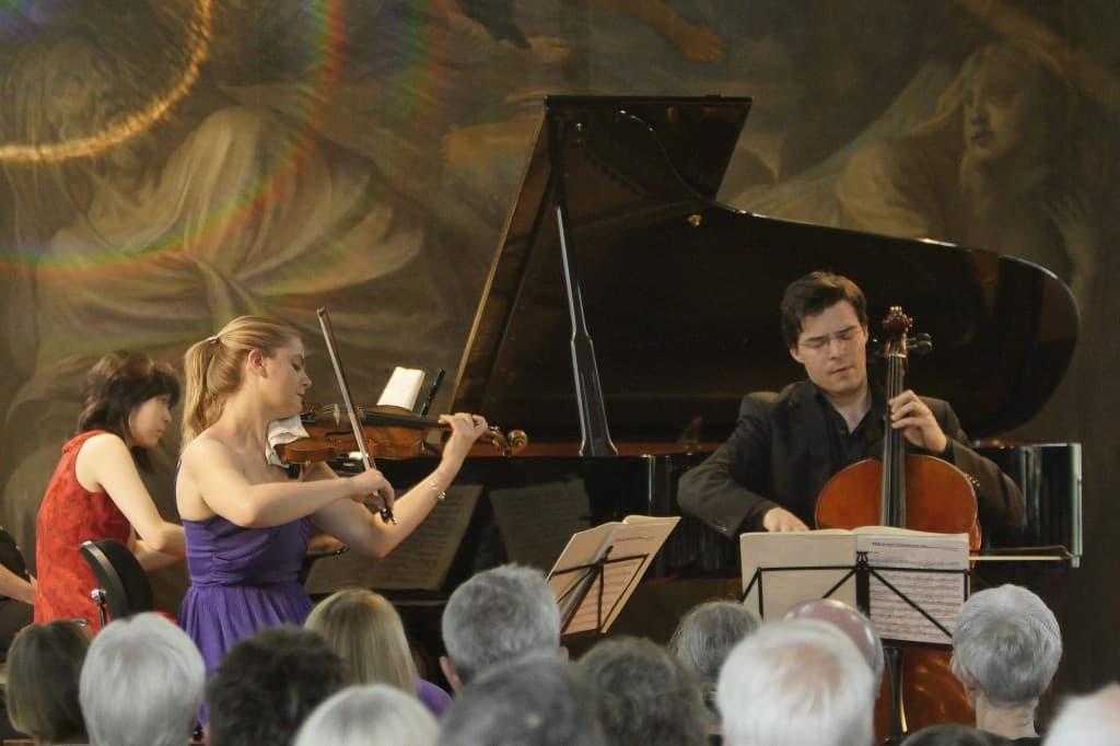 """Gipfelstürmer """"Trio Machiavelli"""" beim Gezeitenkonzert im Rittersaal von Schloss Gödens, Foto: Karlheinz Krämer"""