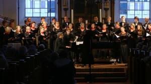 Vocalisti Rostochienses mit Matthias Kirschnereit beim Gezeitenkonzert in der Warnfriedkirche Osteel, Foto: Karlheinz Krämer