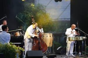 Gezeitenkonzerte 2014 im Park der Gärten mit Klazz Brothers & Cuba Percussion und ihrem Programm Classic meets Cuba II, Foto: Karlheinz Krämer