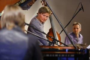 Ralph Graessler (Bass) und Roland Schneider (Schlagzeug), Foto: Karlheinz Krämer