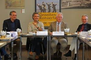 v.l.n.r.: Dirk Lübben (organisatorischer Leiter, Ostfriesische Landschaft), Prof. Matthias Kirschnereit (künstlerischer Leiter Gezeitenkonzerte), Helmut Collmann (Landschaftspräsident) und Dr. Rolf Bärenfänger (Landschaftsdirektor)