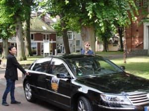 William Youn und Nils Mönkemeyer auf dem Weg zum Gezeitenkonzert in Reepsholt, Foto: Uwe Pape