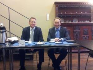 Joachim Fecht und Robert Kösters von der Geschäftsregion Ostfriesland der OLB