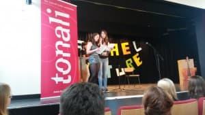 Nadine Geiß und Stephanie Bley bei der Moderation des zweiten Teils