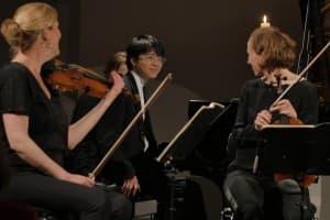 So sieht Spielfreude aus: Kit Armstrong mit Kerstin Dill und Annette Walther vom Signum Quartett
