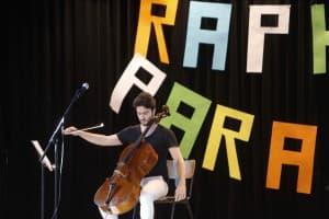 Und Action: Raphael Paratore am Cello, Foto: Karlheinz Krämer