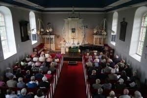 Beschaulich: die Deichkirche Carolinensiel, Foto: Karlheinz Krämer