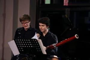Hatten großen Spaß beim Musizieren: Nemorino Scheliga (Klarinette) und Theo Plath (Fagott); Foto: Karlheinz Krämer