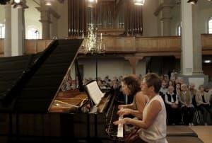Maria João Pires und Lilit Grigoryan beim Gezeitenkonzert in der Neuen Kirche Emden, Foto: Karlheinz Krämer