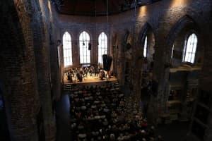 Das Münchener Kammerorchester in der ausverkauften Johannes a Lasco Bibliothek Emden, Foto: Karlheinz Krämer