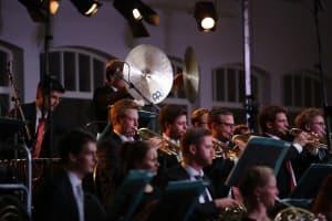 """Wuchtig ging es bei Schostakowitschs """"Leningrader Sinfonie"""" zuweilen zu, Foto: Karlheinz Krämer"""