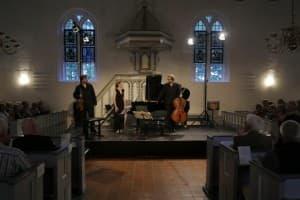 Was für ein Publikum: ein glückliches Morgenstern Trio freut sich über den tosenden Applaus, Foto: Karlheinz Krämer