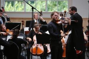 Das Junge Philharmonische Orchster Niedersachsen unter der Leitung von Andreas Schüller mit Tobias Feldmann als Solist, Foto: Karlheinz Krämer
