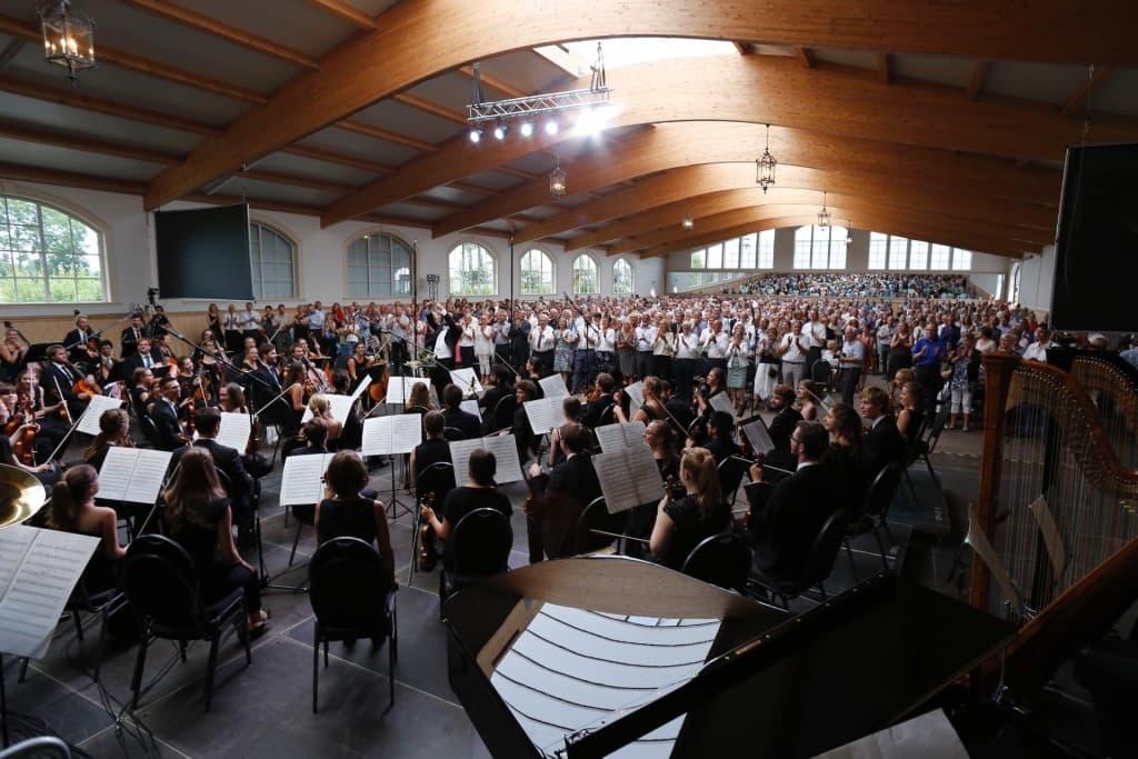Auf mehr als 1.000 Gäste blickten die Musiker der JPON in der Reithalle des Polderhofes, Foto: Karlheinz Krämer