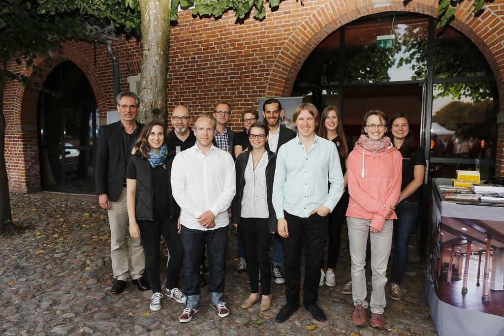 Auf Wunsch der Musiker gab es noch ein Foto mit dem Emil Brandqvist Trio und dem Team der Gezeitenkonzerte, Foto: Karlheinz Krämer
