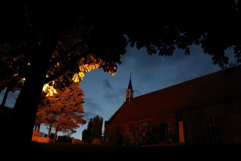 magische, nächtliche Kirchen auf der ostfriesischen Halbinsel, Foto: Karlheinz Krämer