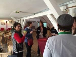 """Nach dem Workshop """"Geschichten vom Pferd"""" mit Marie Lampert und den Festivalmacher-Kollegen beim Kaffee"""