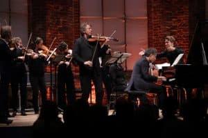 Das Mendelssohn Kammerorchester Leipzig unter der Leitung von Andreas Mitschke mit Ingolf Turban (Violine) und Matthias Kirschnereit (Klavier) als Solisten, Foto: Karlheinz Krämer