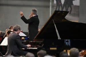 Matthias Kirschnereit und das Warschauer Symphonie-Orchester unter Leitung von Tadeusz Wicherek mit der Rhapsody in Blue