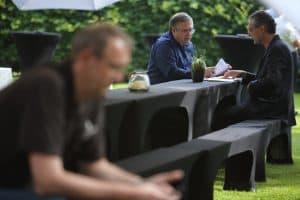 Moderatoren (Ulf Brenken und Matthias Kirschnereit) unter sich, Foto: Karlheinz Krämer