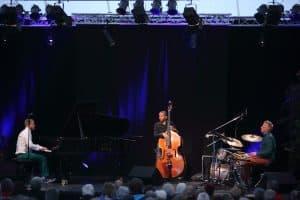 Das Tingvall Trio auf der Zeltbühne im Park der Gärten, Foto: Karlheinz Krämer