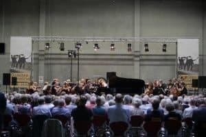 Gezeiten-Classixx mit dem Warschauer Symphonie-Orchester im Routenzugbahnhof des VW Werks Emden, Foto: Karlheinz Krämer