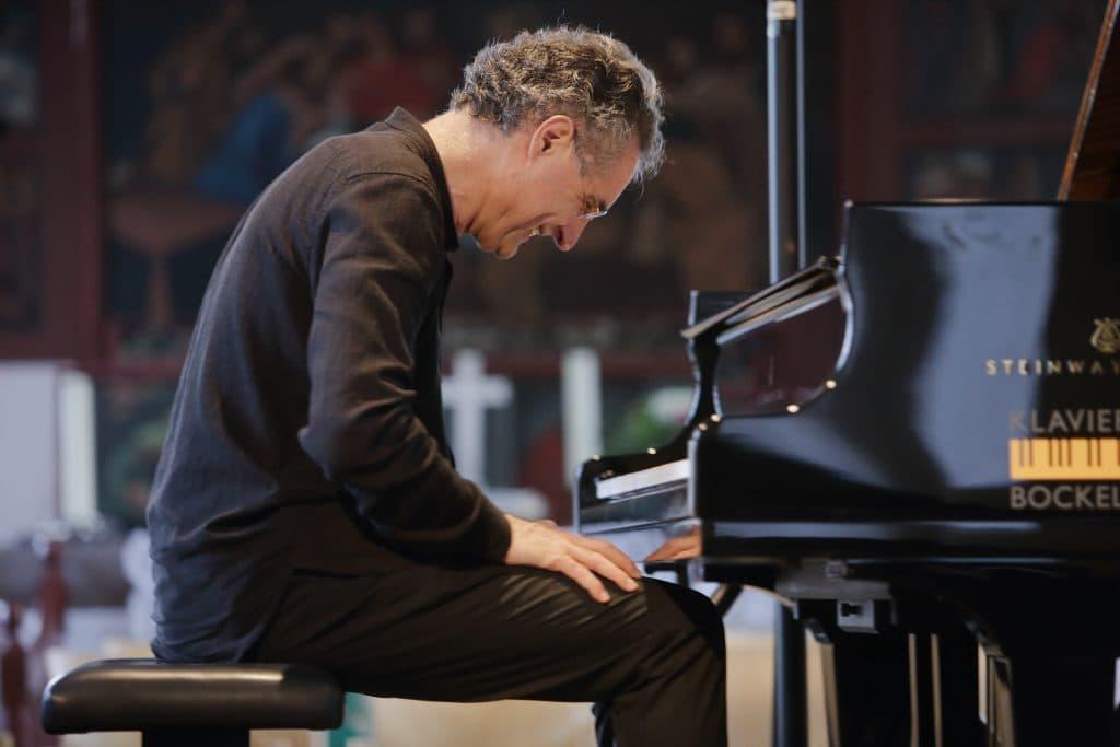 Matthias Kirschnereit bei den Proben zum Gezeitenkonzert in Völlen, Foto: Karlheinz Krämer