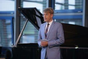 Begrüßung des Hausherrrn und Förderers dieses Gezeitenkonzertes, Bernhard Brons (Foto: Karlheinz Krämer)