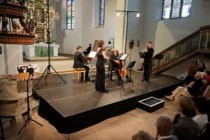 Oliver John Ruthven (Cembalo), Konstanze Glander (Violine), Fabio Fausone (Cello) und Julian Scott (Oboe), Foto: Karlheinz Krämer