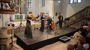 Monika Grimm (Viola), Elvira van Groningen (Violine), Fabio Fausone (Cello) und Julian Scott (Oboe), Foto: Karlheinz Krämer