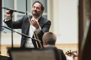 Ein leidenschaftlich engagierter Dirigent: Andreas Schüller (Foto: Karlheinz Krämer)