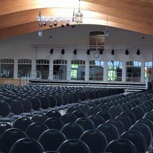 So sah der Polderhof am Freitag vorm Schlusskonzert aus: tolle Vorarbeit des Bühnenbauers und des Teams!