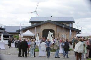 Schon vor 14:00 Uhr waren die ersten Gäste auf dem Polderhof, Foto: Karlheinz Krämer