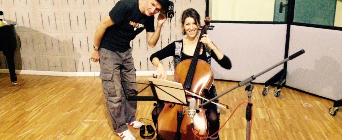 """Gary Marlowe und die Cellistin Tiziana Gasparoni (Orchestra Sinfonica di Trieste) bei den Aufnahmen zur Filmmusik von """"Das System Milch"""" in Venedig. Foto: privat"""