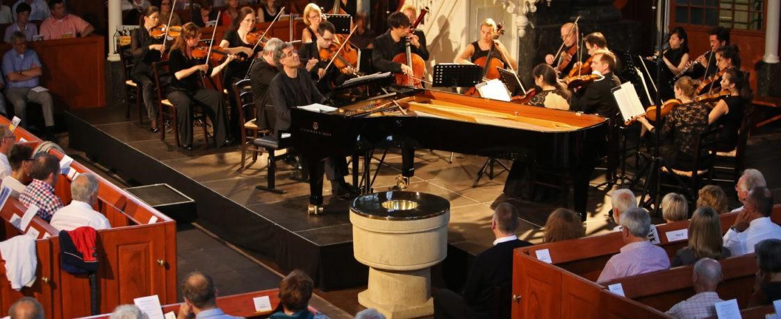 Deutsche Kammerakademie Neuss am Rhein und Matthias Kirschnereit, Foto: Karlheinz Krämer